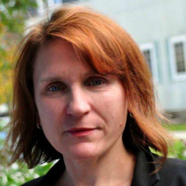 Laurie Essig headshot