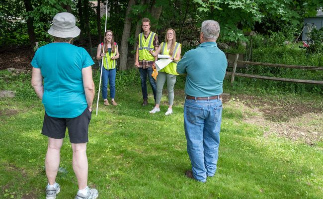 Students discuss residential tree stewardship with homeowners