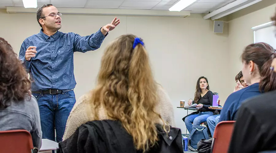 Professor speakng in Spanish Class