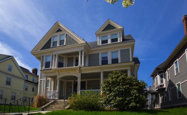 Graduate Housing: IDCE House 906 Main St. Exterior