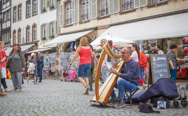 Ma playing harpsicord on the street
